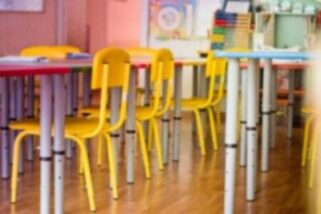 https://kids-galaxy.com.ua/wp-content/uploads/2020/05/144174602-blurred-living-room-chairs-table-and-toys-interior-of-kindergarten-defocused-background-e1589712438199.jpg