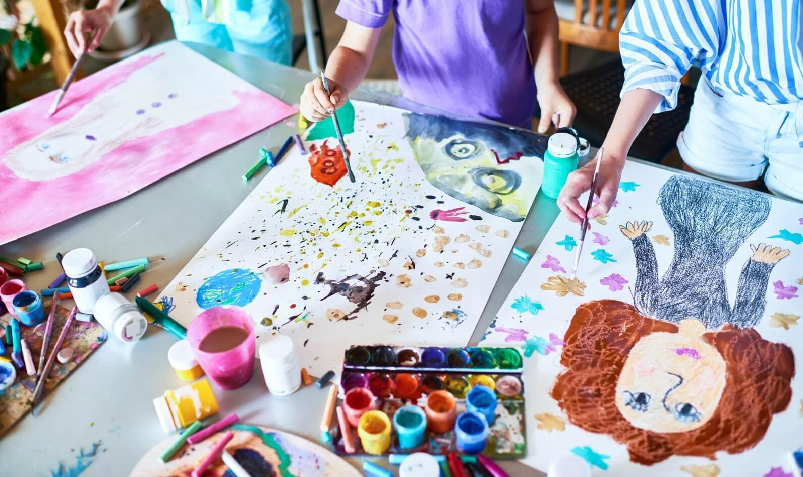https://kids-galaxy.com.ua/wp-content/uploads/2020/05/unleashing-your-childs-inner-artist-hero.jpg